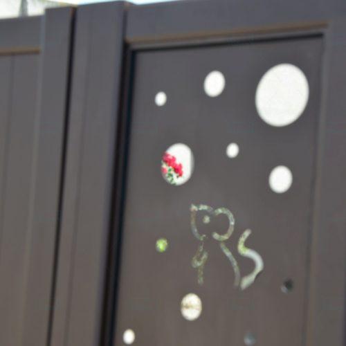 Detaliu tabla perforata rust porti aluminiu